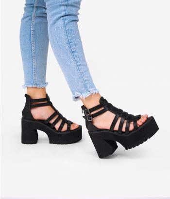 Sandalias negras con tacón y plataforma