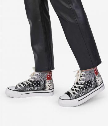 Zapatillas negras abotinadas