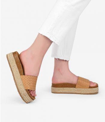Sandalias marrones con trenzado