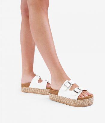 Sandalias blancas con plataforma de esparto