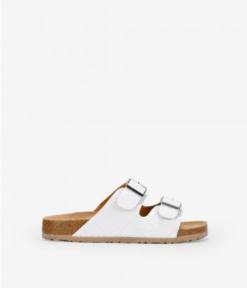 Sandalias blancas planas con hebillas