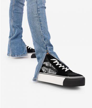 Zapatillas negras con cordones