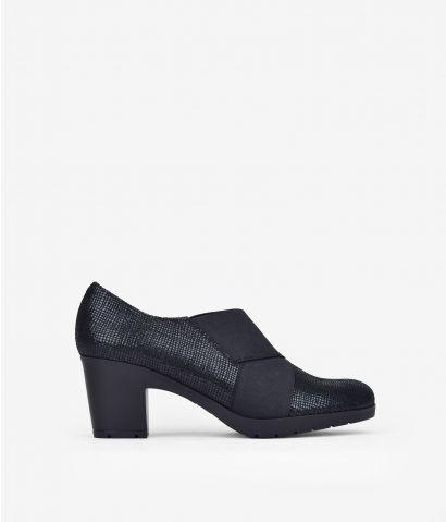 Zapato de piel negro con tacón