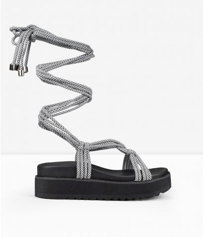 Sandalias grises con cordones