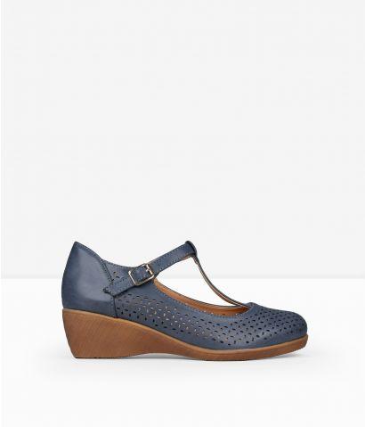 Zapatos cuña con picados