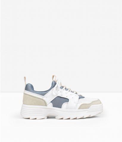 Zapatillas blancas de tela