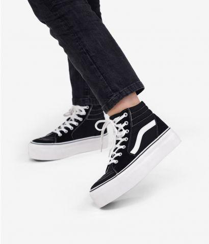 Zapatillas abotinadas negras