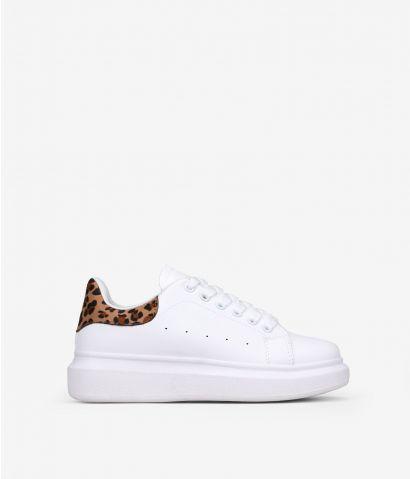 Zapatillas blancas con leopardo