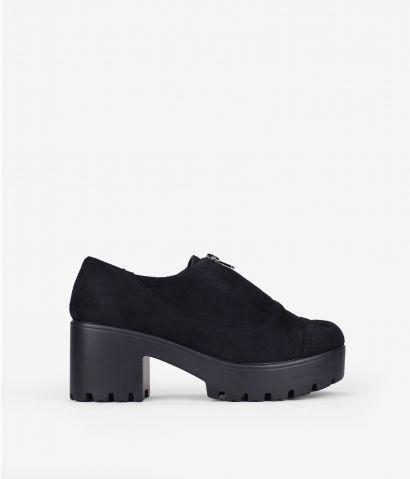 Zapatos negros con cremallera