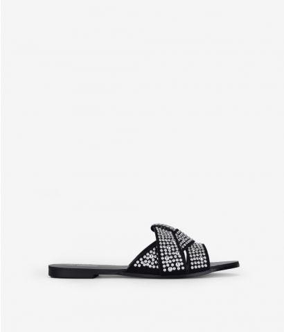 Sandalias negras con tachas