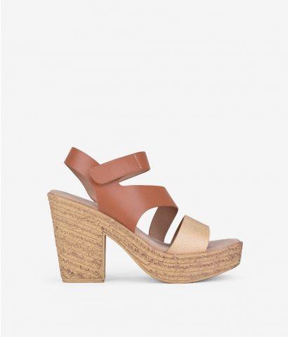 Sandalia de tacón con velcro