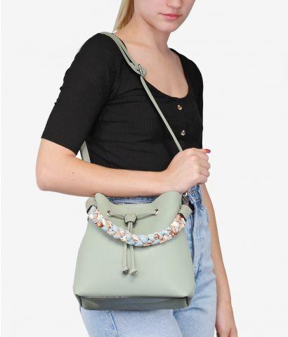 Bolso saco verde con asa extraíble